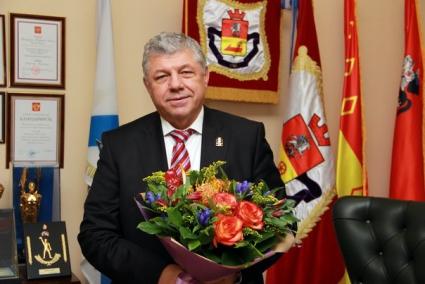 Сегодня день рождения отмечает Владимир Николаевич Лаптев
